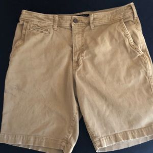 American Eagle men's khaki shorts